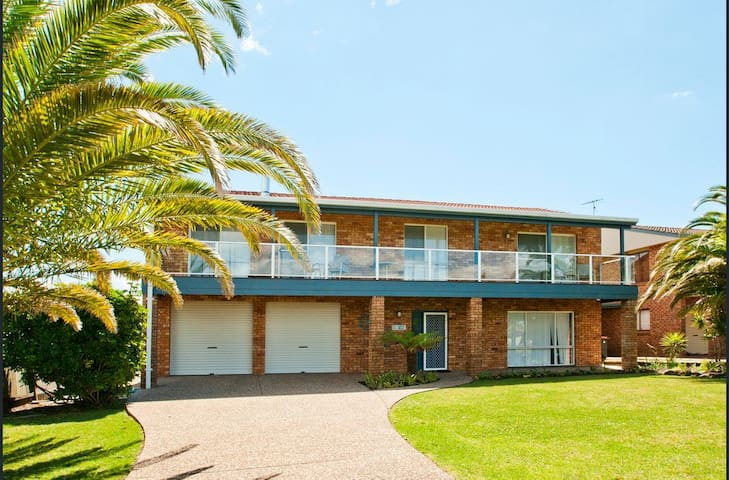 Wangles Beach House - Pet and family Friendly !!!