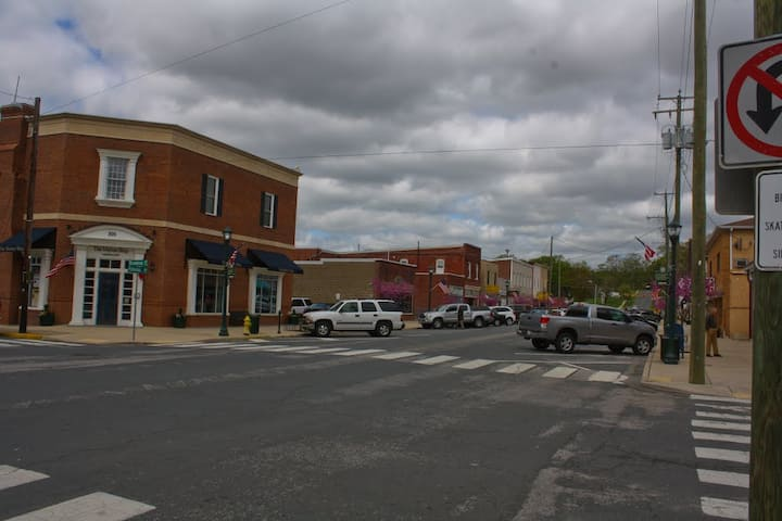 Qtown Getaway/Town of Quantico/Quantico MCB/I-95