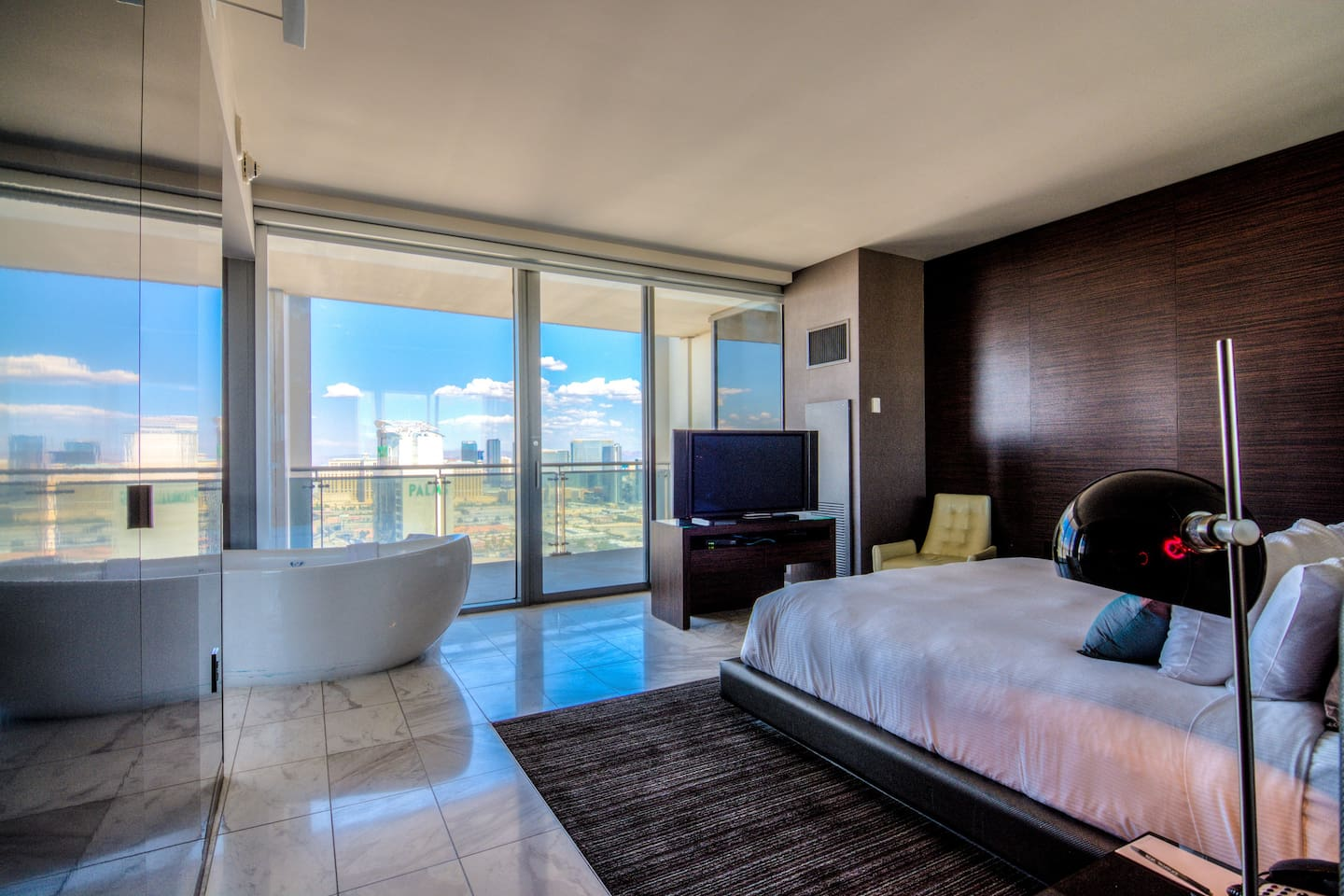 One Bedroom Suite Palms Place Ia36 1br Corner Suite Strip View Balcony Kitchen Apartments For
