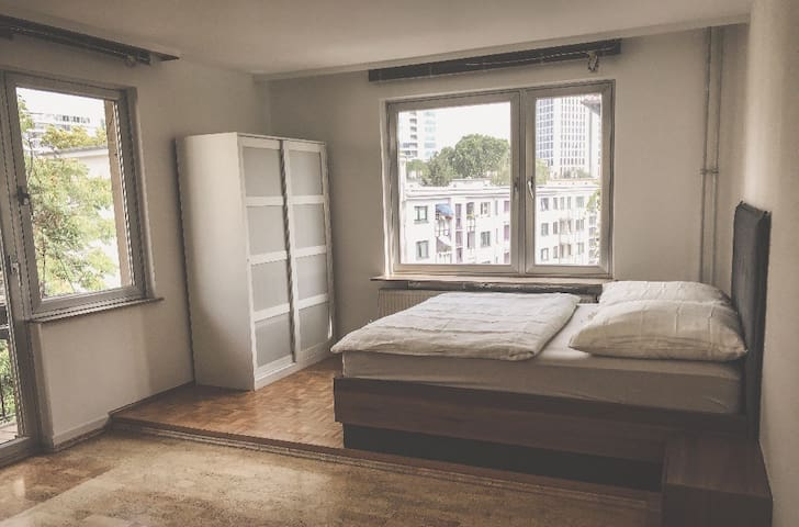 Walking Distance to Westend Metro! Luxurious room!