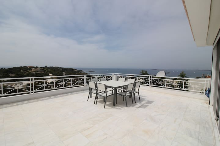 Beautiful maisonette with amazing sea view - Vouliagmeni - Rumah