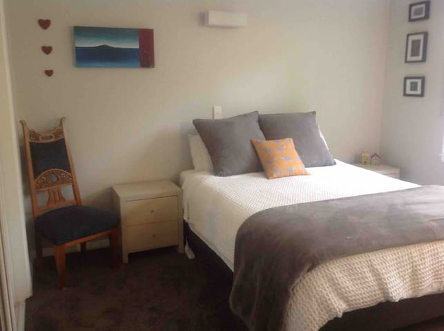 Room in lovely home, close to hospital and town