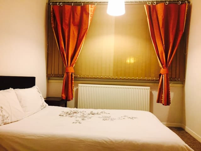 Romantic double bed  heart of Norwich city Center