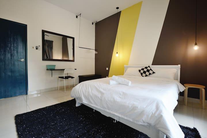 cozy Bedroom 5mins to JB Mid Valley 8mins to CIQ