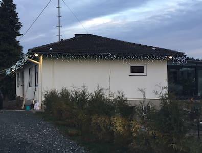 Gemütliches Zimmer in ruhiger Lage - Haiger - Casa