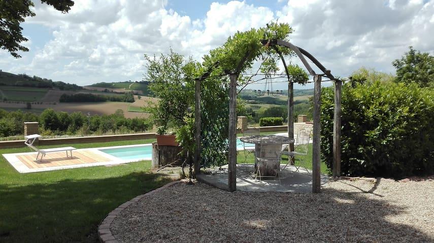 Country House Montessino / Barbera