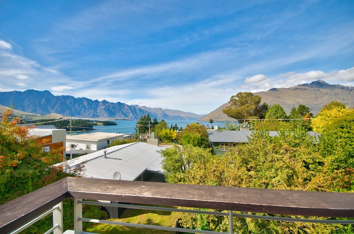 Tekau - Modern holiday apartment with lakeview