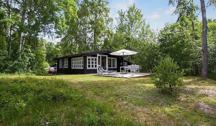 Cosy summer house at Ulvshale forest, Møn