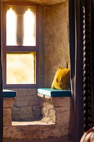 Rí Ailig Bedroom Window Seat