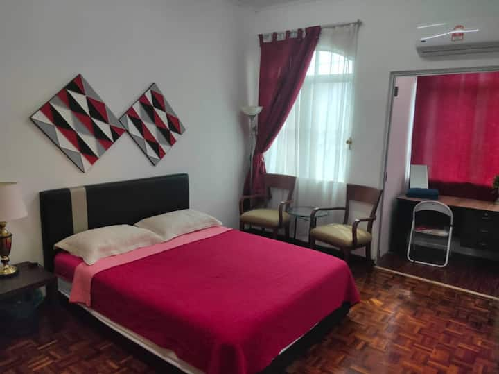 BEAUTIFUL AND BIG MASTER BEDROOM IN SUBANG JAYA