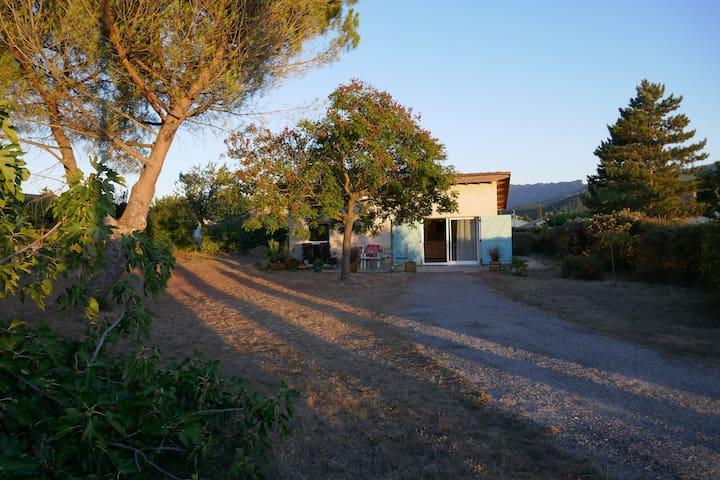 Jolie maisonnette  à la  campagne à côté de Crest
