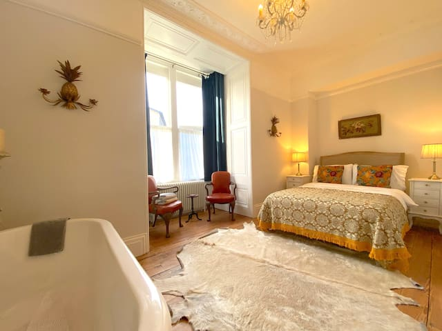 Luxury Apartment in a Georgian Manor-Central Frome
