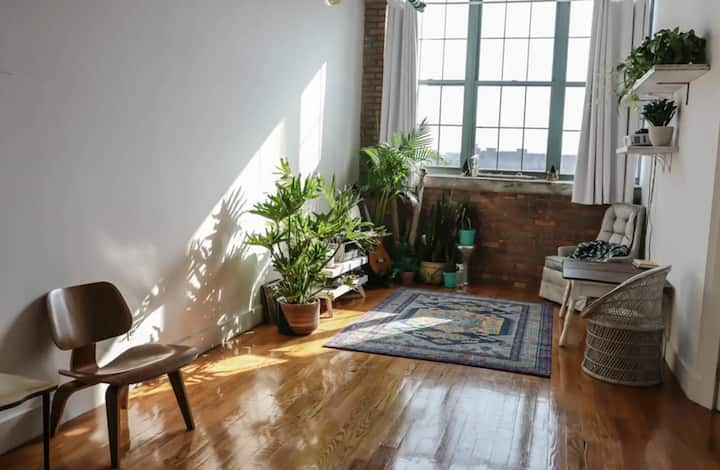 Clean Private Loft in Greenpoint with Skyline View