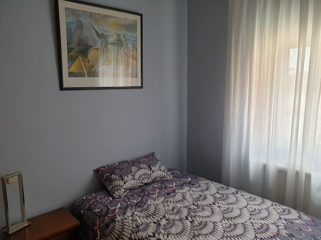 Private single room in shared flat