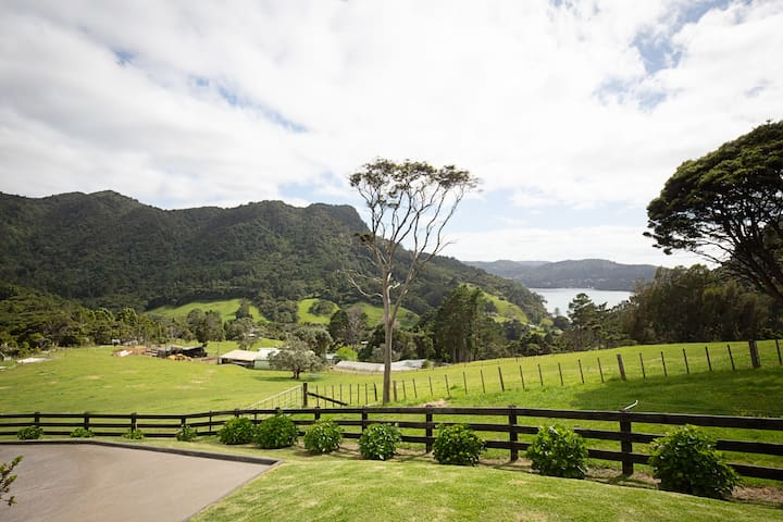 Marama Valley View coastal retreat