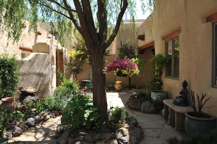 Enchanting Taos Villa 2Bed/3Bath #2, Walk to Plaza