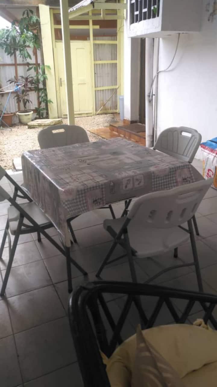 Chambre meublée avec terrasse privée- Bonanjo