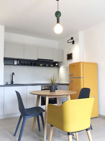 URBAN app. open plan kitchen/dining/living area
