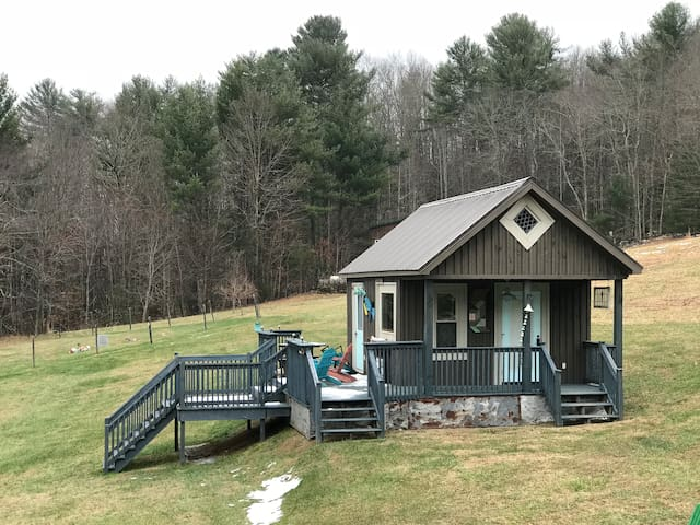 Tiny Home - Minutes to Lake with Mountain View