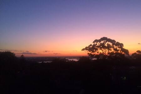 Modern,  convenient & water views - North Sydney - Apartment