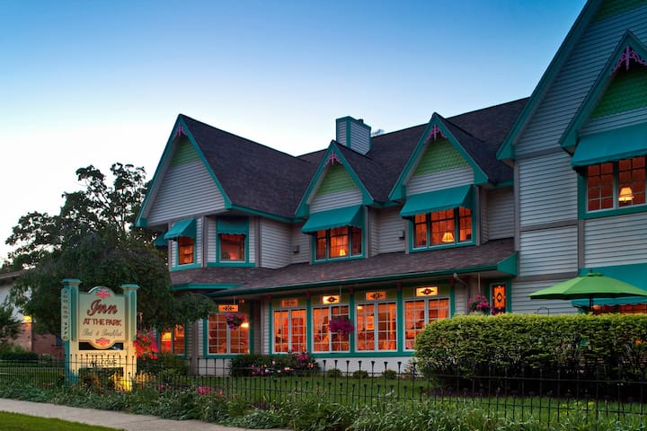 Inn At The Park Bed And Breakfast South Haven Mi
