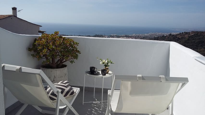 MARBELLA Panoramic Seaviews! 2 bedr, 2 baths, pool
