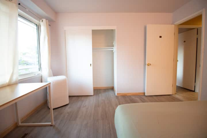 #A2/Private Room #A2/Bright and Clean/Close Apple
