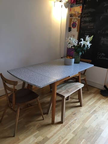 Dining area - seats 6