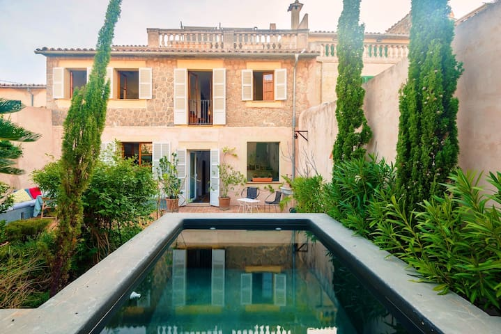 Elegant townhouse with private pool - Valldemossa - Huis