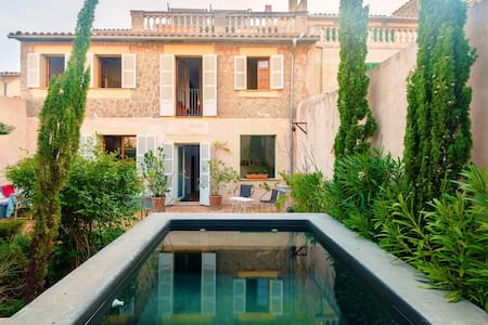 Elegant townhouse with private pool - Valldemossa