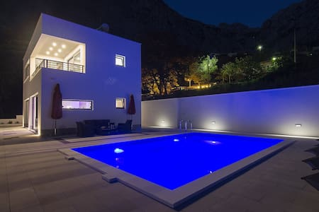 Brand New Villa/ Pool/ Value 4 Money! - Baška Voda