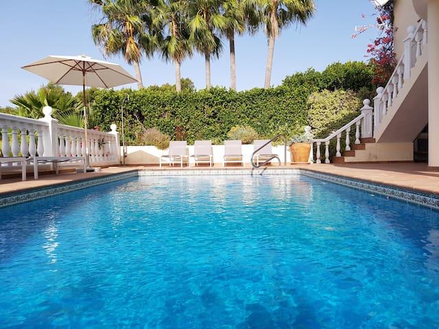 Prachtig huis met zwembad en zeezicht in Altea