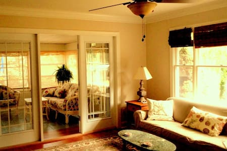 Charming, Classic Rehoboth Beach Cottage - Рехобот-Бич