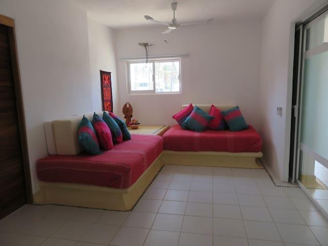 Estancia -dormitorio privado con posibilidades de oscurecer cuando el huésped lo requiera