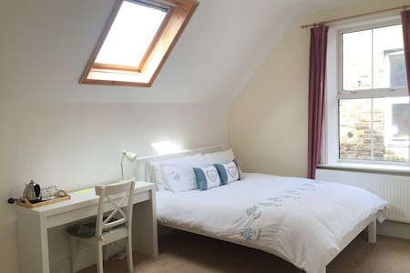 Bright Big Double Bed with En-Suite bathroom - Folkestone