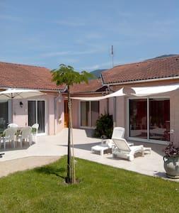 Maison à la campagne avec piscine CNPE/Via-Rhôna - Lagnieu