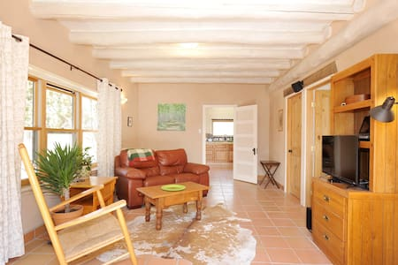 Country guesthouse, quiet and private. - Santa Fe - Casa