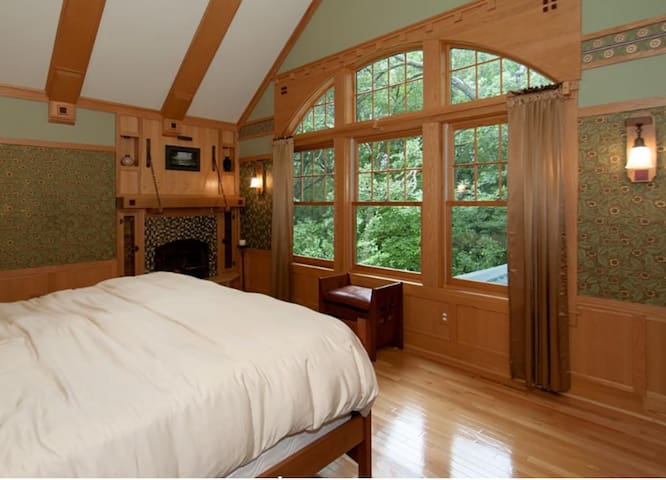 Treetop Master w/Private Bath - Plymouth - Casa