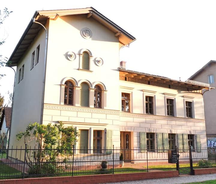 Comfortable living in Villa at Park Sanssouci
