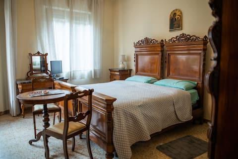 Camera matrimoniale da Alessandro zona Antiporto
