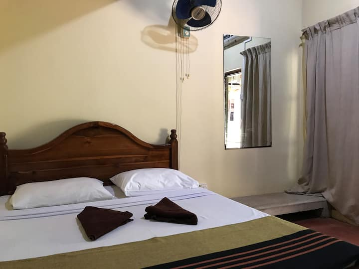 Eagles Wings Guest House AC Room