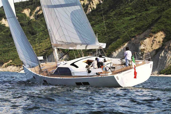 CABIN CHARTER CYCLADES,LUXUS MAXIYACHT M.CREW/CHEF