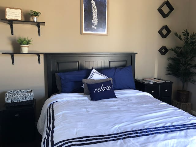 Queen bed with modern decor