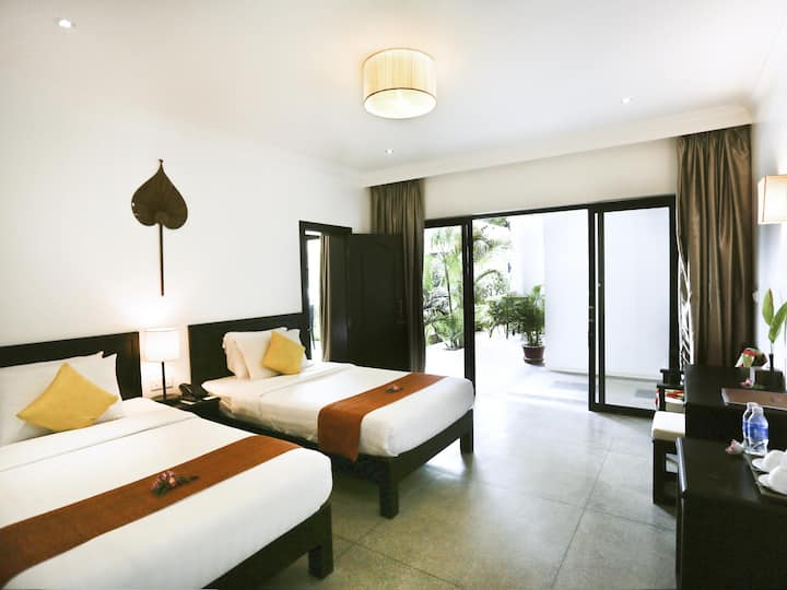 Deluxe Twin Room with Balcony-Free Airport Pick Up