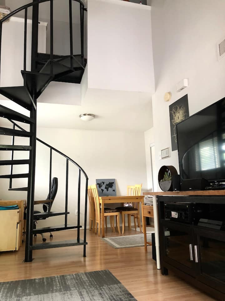 Awesome East Riverside Loft - 5 Min to Downtown