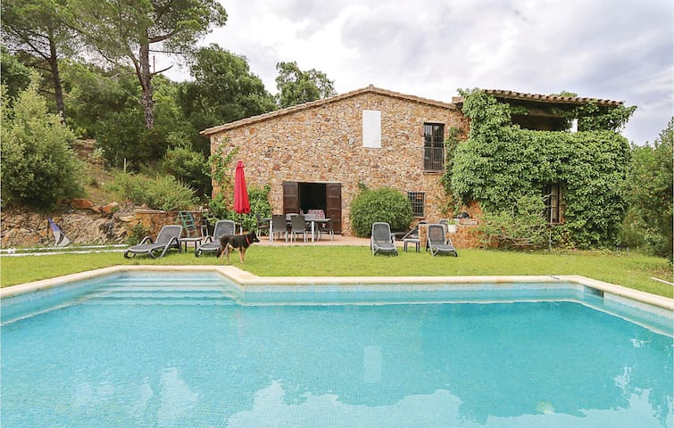 Holiday cottage with 3 bedrooms on 250m² in Calonge