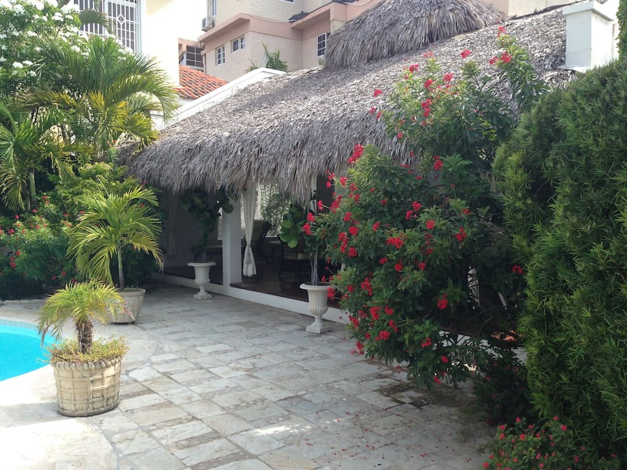 Cabaña 2 with relaxing area and washroom