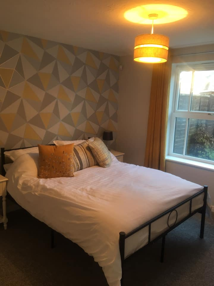 Bond Towers Guest Suite (self contained suite)