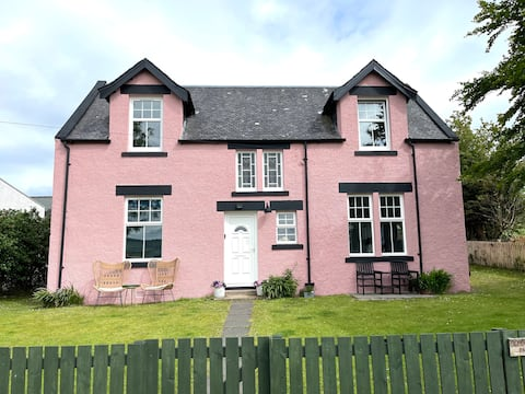 Arran School House -large family home close to the beach