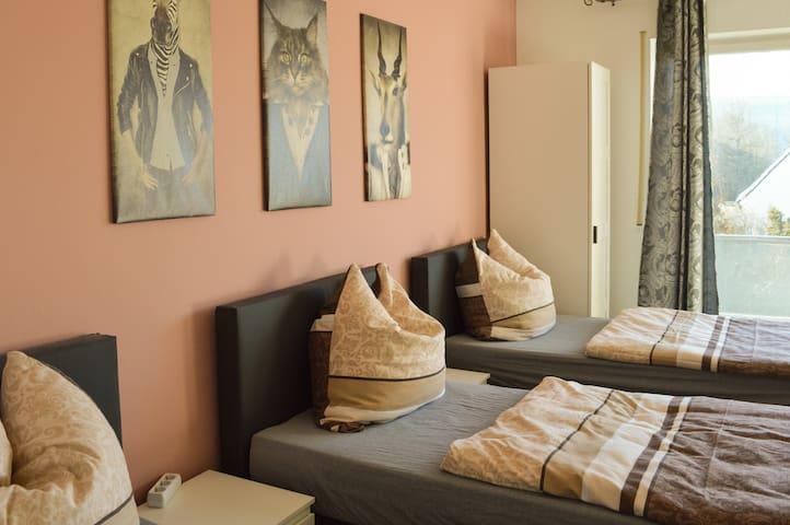 alpha-spot Vöhringen 3-Bett-Zimmer